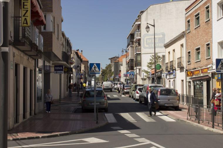 """Bascuñana: """"Tal y como está el comercio de La Estación no se entiende que la obra del aparcamiento lleve parada más de un año"""""""