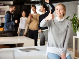 Mejorar en formación, reducir el estrés y aprender idiomas, los propósitos de año nuevo más frecuentes en el ámbito laboral