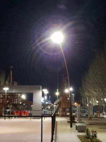 Vecinos de la zona del Camino de las Huertas se quejan de la excesiva iluminación
