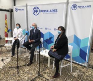 La alcaldesa se reúne con las asociaciones de familias numerosas junto a Enrique Ruiz Escudero y Cuca Gamarra