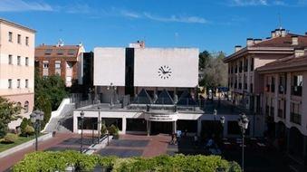 Talleres de ciberseguridad y tecnológicos para familias en la Biblioteca Municipal Miguel de Cervantes