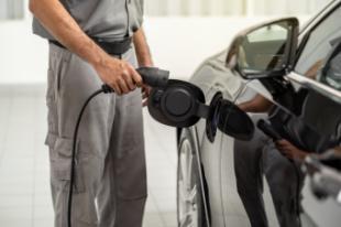 Talleres de coches eléctricos: preparados y formados para atender su demanda