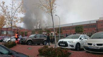 Intoxicadas dos personas por un incendio en el polideportivo El Torreón de Pozuelo