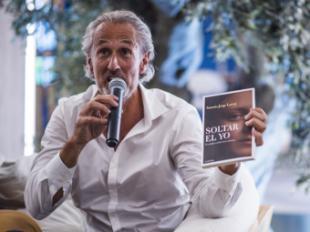 SOLTAR EL YO, el primer libro escrito en ausencia de su autor
