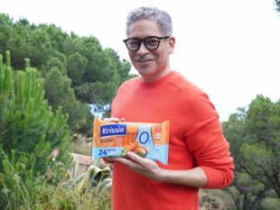 """Boris Izaguirre disfruta del sabor y la versatilidad de Krissia® en la nueva campaña """"Cuidarse así da gusto"""