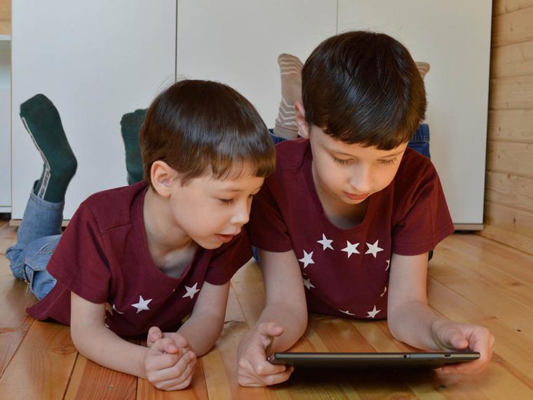 La mitad de los niños menores de 9 años dedica entre 6 y 10 horas semanales al uso de dispositivos electrónicos