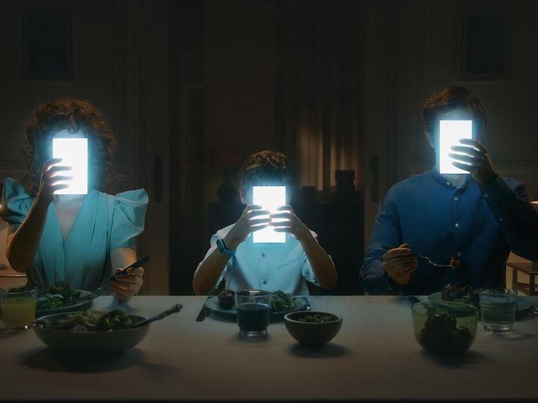 Multiópticas crea la primera cuna con pantallas integradas para concienciar sobre el uso responsable de las pantallas