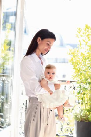 Mayoral da una bienvenida especial a los recién nacidos durante el Covid-19