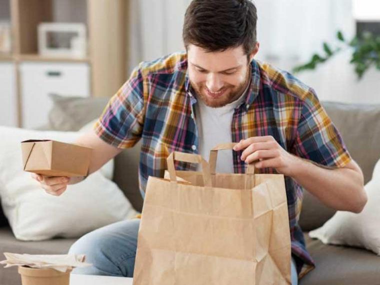 Los españoles abrazan el 'cocooning' y optan por el listo para comer y el restaurante en casa para el 10% de sus comidas mensuales