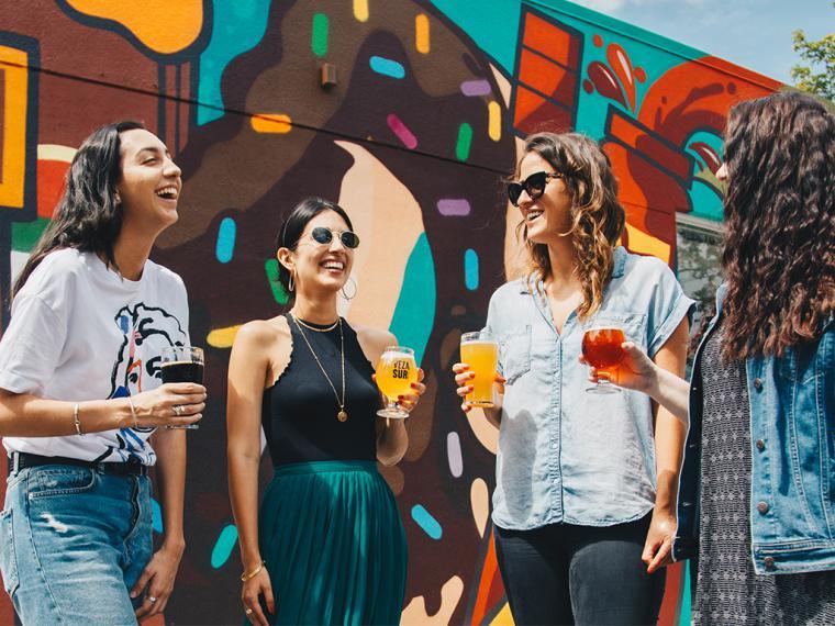 Los millennials y centennials destinan un 16% de sus gastos al ocio