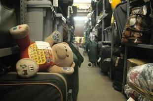 Salen a subasta más de 1.300 objetos perdidos