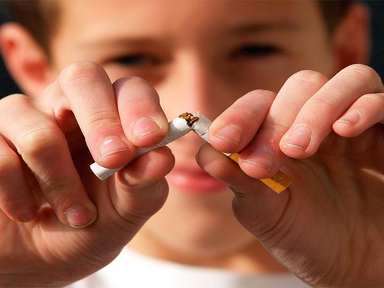Lanzan la primera campaña para impedir el tabaquismo en jóvenes y prevenir el cáncer de laringe