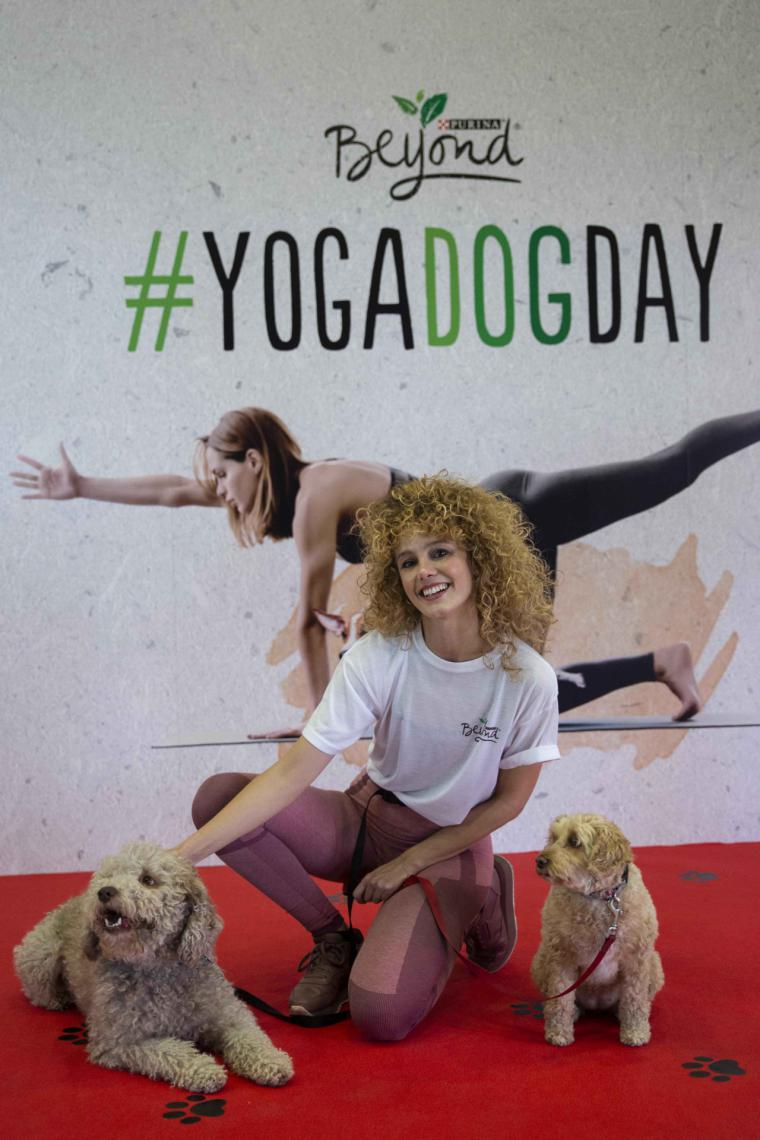 El Yoga Dog Day de Purina Beyond vuelve a Madrid con la actriz Esther Acebo y sus mascotas como embajadoras de honor
