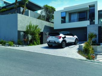 Renault presenta en España su nueva gama E-TECH, híbrida e hibrida enchufable