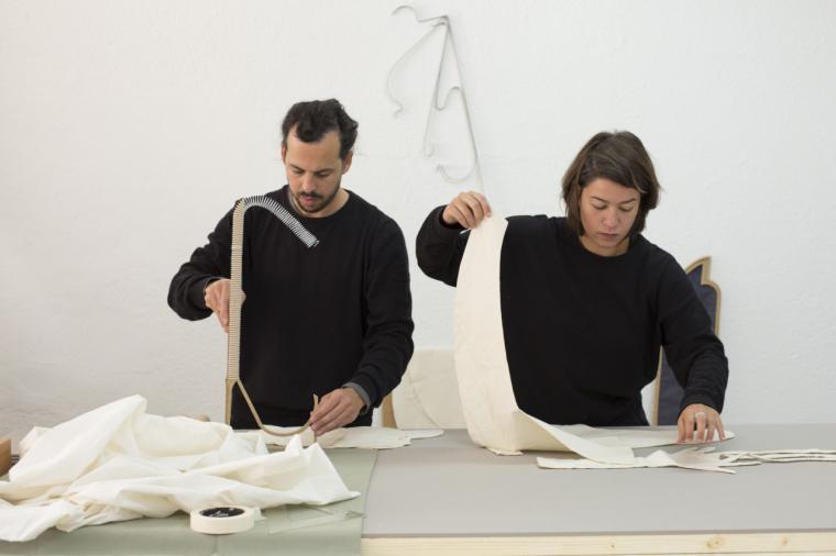 La Comunidad de Madrid presenta la exposición Cubierta brillante, margen delgado de los jóvenes artistas Fuentesal & Arenillas