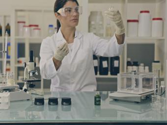 Los 10 ingredientes cosméticos -permitidos- que deberías evitar