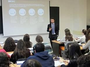 """ESIC imparte el seminario """"Preuniversitarios y la Empresa"""""""