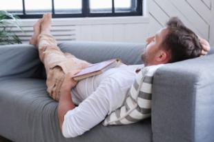Casi cinco de cada diez españoles duermen la siesta a diario desde que empezó la pandemia