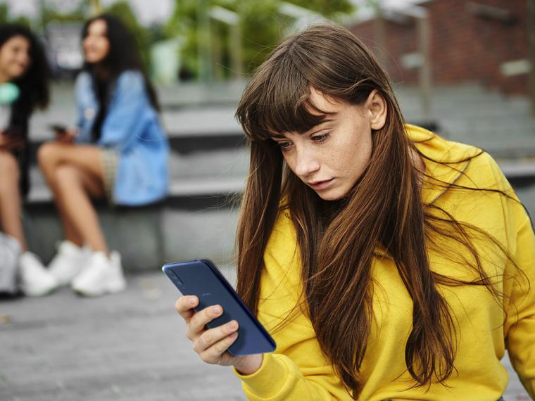 Casi 6 de cada 10 jóvenes de entre 18 y 24 años reconoce haber recibido mensajes hirientes o insultos a través de su smartphone