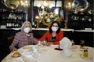 Díaz Ayuso anima a disfrutar de la hostelería con seguridad y respaldar a un sector clave de la economía madrileña