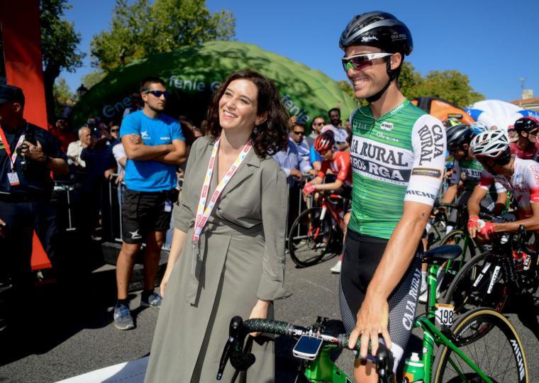 Díaz Ayuso destaca la apuesta de la Comunidad por el turismo deportivo en la Vuelta Ciclista a España