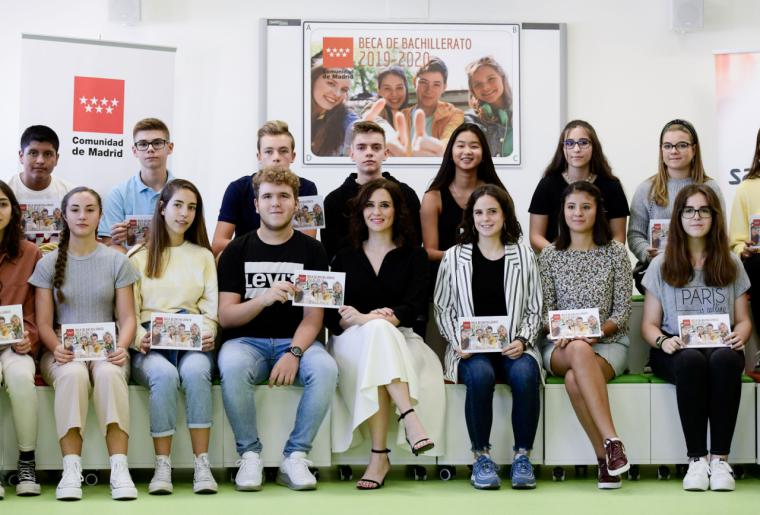 Díaz Ayuso defiende la igualdad de oportunidades en Educación con la entrega de los nuevos Cheques Bachillerato