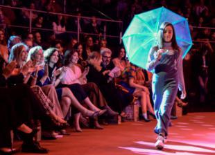 Díaz Ayuso asiste a un desfile de moda infantil a beneficio de la investigación contra el cáncer