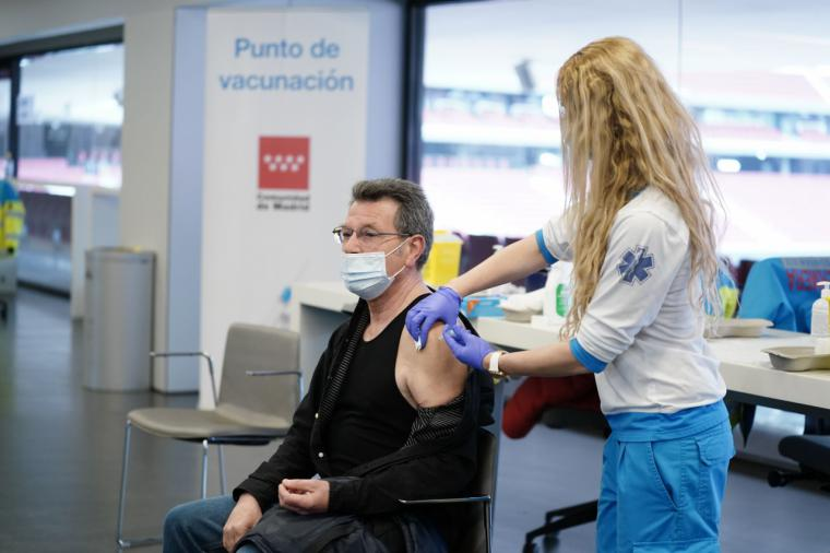 La Comunidad de Madrid comienza a vacunar la próxima semana frente al COVID-19 a población de 77, 78 y 79 años en los centros de salud