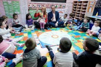 """Aguado: """"Es un orgullo que la mejor profesora de Infantil de España trabaje en un colegio público de la Comunidad de Madrid"""""""