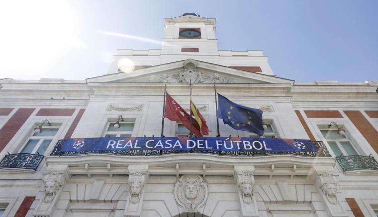La Comunidad de Madrid engalana la Real Casa de Correos por la final de la Champions League