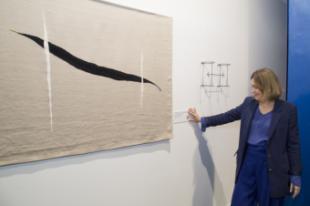 La Comunidad de Madrid premia a las artistas Cristina Mejías y Julia Huete en la Feria Estampa 2019