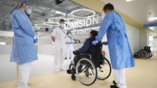 Díaz Ayuso anuncia que los sanitarios del Hospital público Enfermera Isabel Zendal tendrán a su disposición un hotel cercano para su descanso