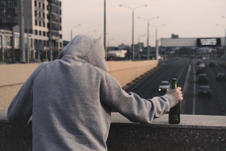 Díaz Ayuso lanzará un plan contra las drogas y otras adicciones en niños y adolescentes