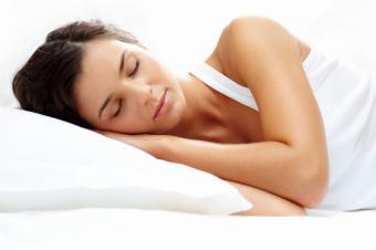 Un test de saliva permite determinar los niveles de melatonina durante la noche para corregir posibles alteraciones del sueño