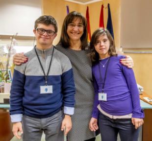 Tres alumnos con discapacidad de la Fundación Gil Gayarre se incorporan a la plantilla municipal para realizar prácticas laborales