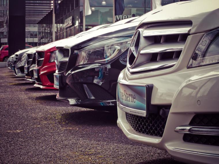 Las ventas de coches se derrumban: así ha sido su evolución y así es su cara B
