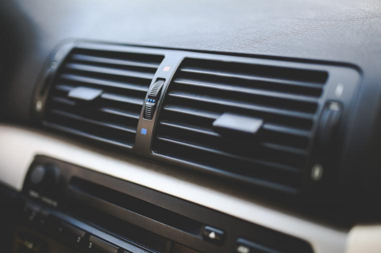Conducir y usar el aire acondicionado de forma eficiente podría ahorrar 1.000 euros en combustible
