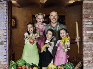 'Que Cocinen Ellos', el libro definitivo para que pequeños y mayores compartan tiempo entre fogones