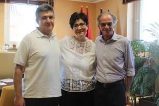 Miguel Ángel Delgado, secretario general de CCOO del Ayuntamiento de Pozuelo junto a Susana Pérez Quislant y Diego de Arístegui