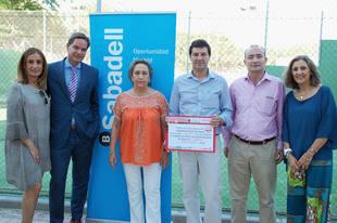 Avansis entrega la recaudación del IV Torneo de Pádel a Cruz Roja Pozuelo
