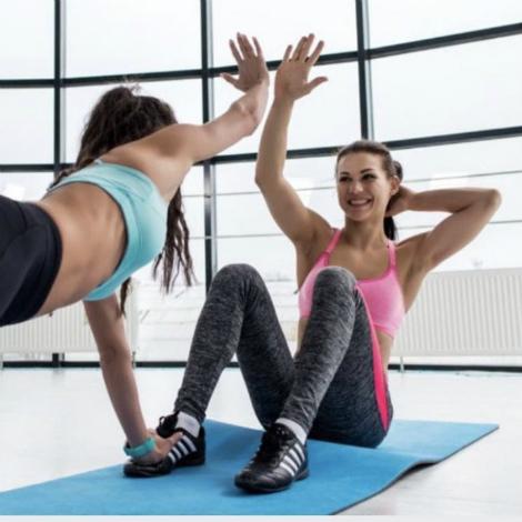 Monitores de centros deportivos municipales ofrecen clases gratis por Instagram para hacer ejercicio en casa