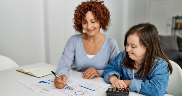 Se aprueban 670.000 euros para familias cuidadoras de personas con discapacidad intelectual