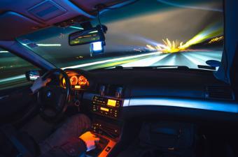 El exceso de velocidad causa casi la mitad de los accidentes