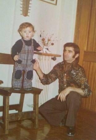 Javi con su padre hace cuatro décadas