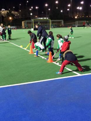 Pozuelo reúne a más de 120 niños en el Torneo de Navidad de hockey hierba