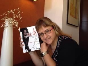 Eva María Maisanava: 'Me ha costado mucho salir del armario para decir que escribo'