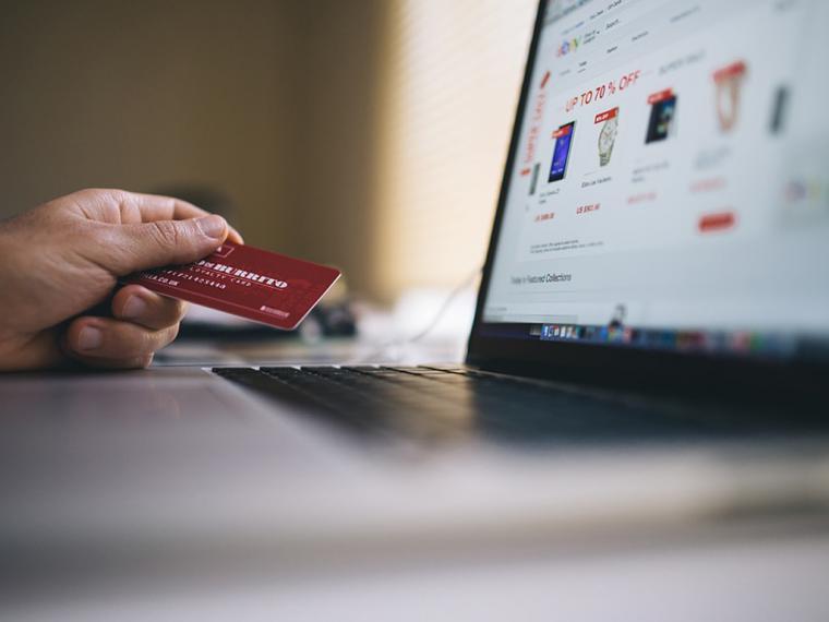 Los españoles aprovechan el horario laboral para hacer sus compras online
