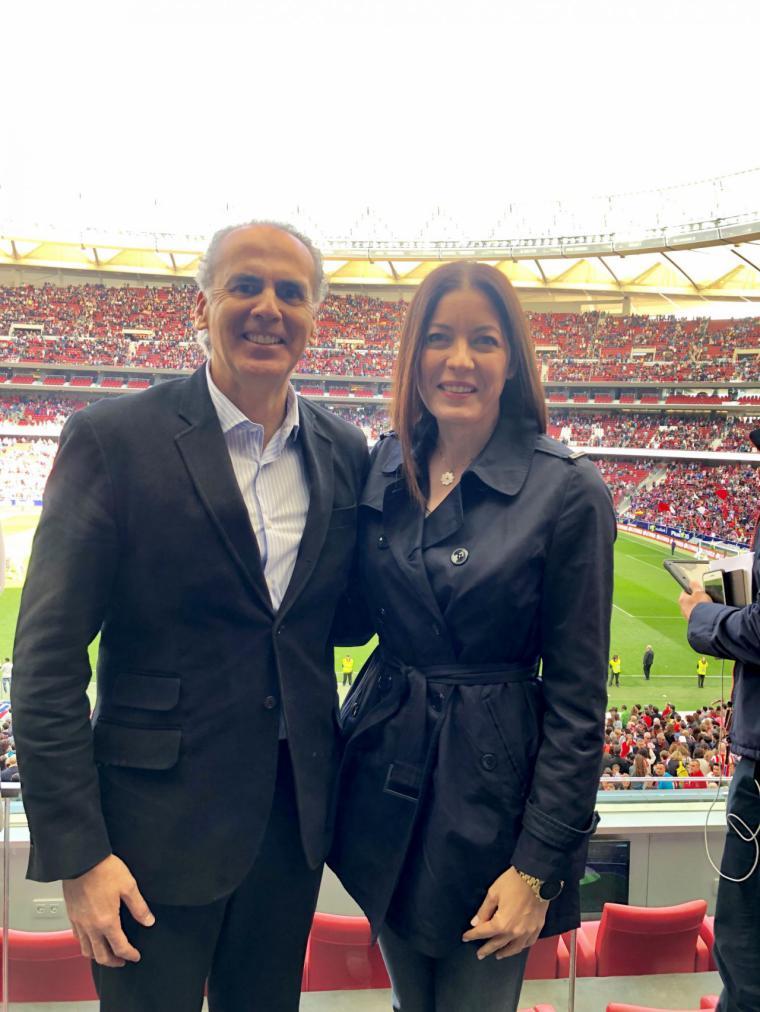 Moreno y Ruiz Escudero asisten al Atlético de Madrid-Barcelona, récord de público de un partido de fútbol femenino en Europa