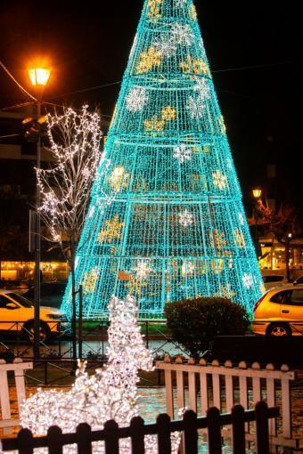 Las luces de Navidad iluminan las calles y plazas de Pozuelo de Alarcón