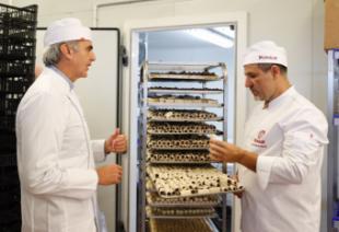 La Comunidad fomenta la seguridad alimentaria en los establecimientos del sector de pastelería de la región
